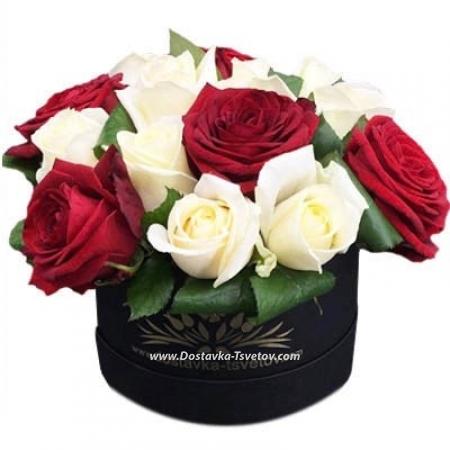 """Красно-белые розы """"Анабэль"""""""