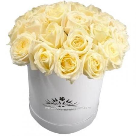 """Белые розы в коробке """"Герда"""""""