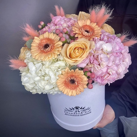 """Цветы в коробке """"Легкий Флирт"""""""