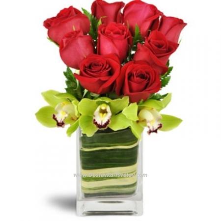"""Розы и орхидеи в вазе """"Гранд Лав"""""""
