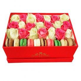купить цветы с макарунами в москве