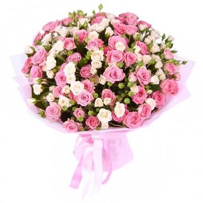 Кустовые розы в букетах